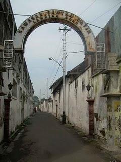 http://2.bp.blogspot.com/_OwGdQTChS10/TISwP4iEPdI/AAAAAAAAAFg/WBREUU4Eews/s320/Kampung+batik+laweyan+solo.jpg