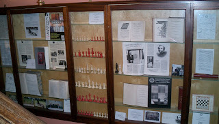 The streatham brixton chess blog step into simpson 39 s - Chess board display case ...