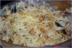 рецепт приготовления салата с орехами и курицей