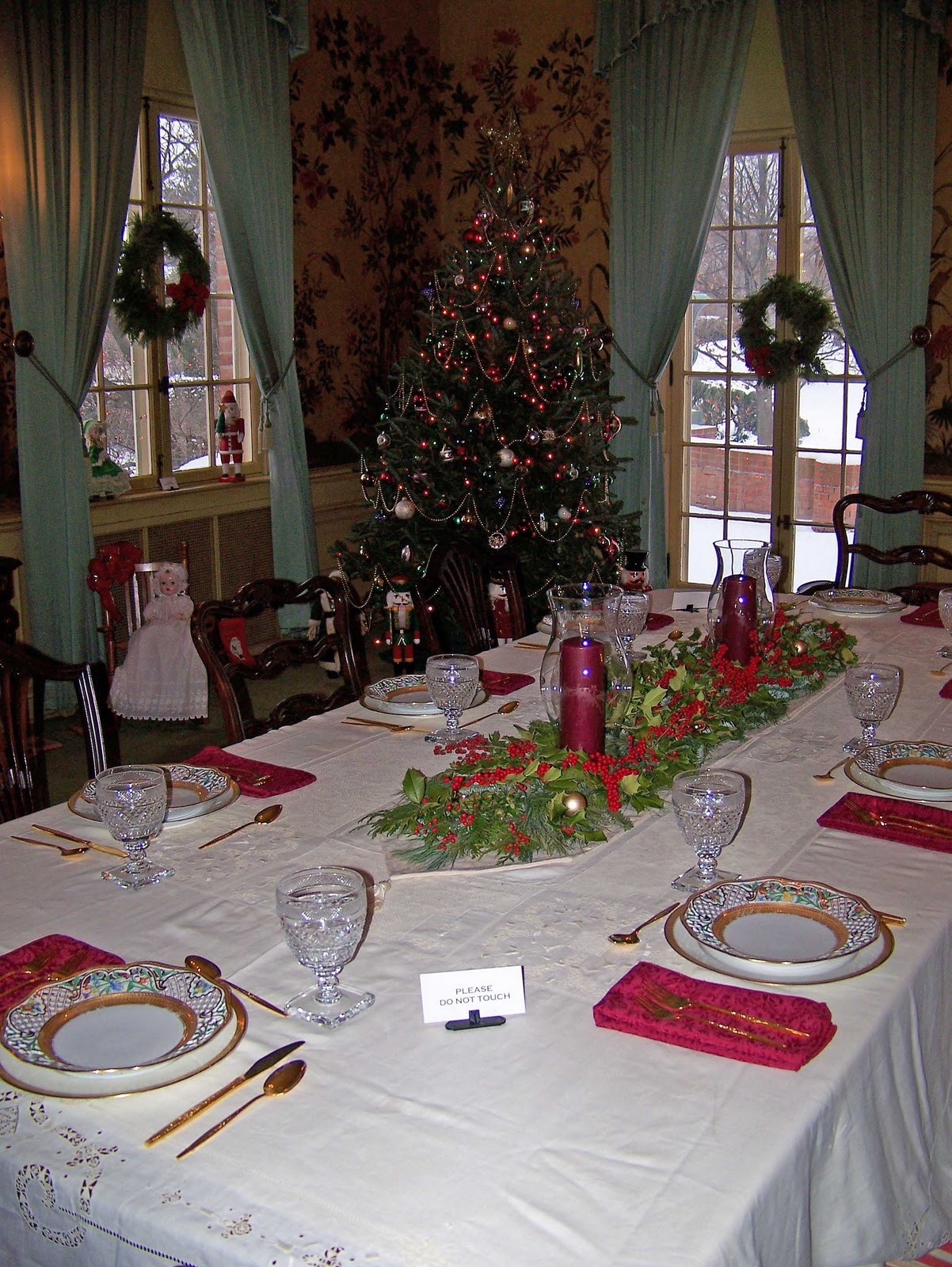 Discovering kingwood center christmas traditions an old for Old fashioned dining room tables