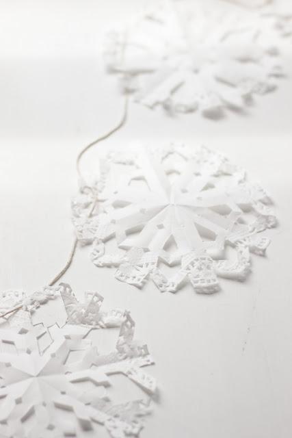 Hello naomi tutorial cute doily snowflake garland