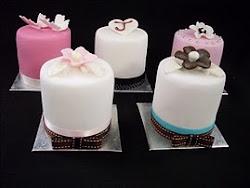 Miniature cakes workshop.