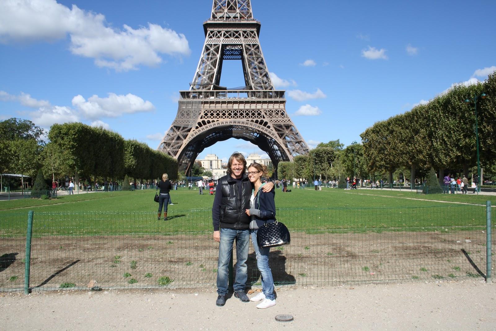 Urban fashion scenario i fell in love with paris - Restaurant dans la tour eiffel ...