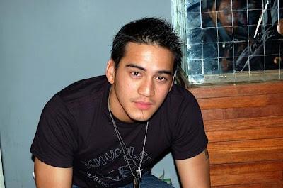 http://2.bp.blogspot.com/_P2JXyaHKPQ8/SRCAqATfxUI/AAAAAAAAAUA/xntZZITZ7NQ/s400/Mario+Lawalata+2.jpg