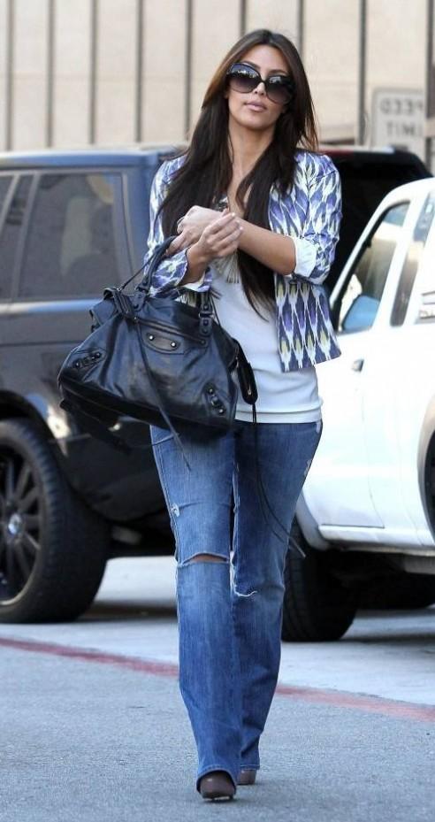 http://2.bp.blogspot.com/_P3Hr_8huuUs/TS0s-ldY-JI/AAAA@AAAArU/bnnTzQZLK8Q/s1600/kim-kardashian-purple-blue-fall-fashion-trend-24-492x929.jpg