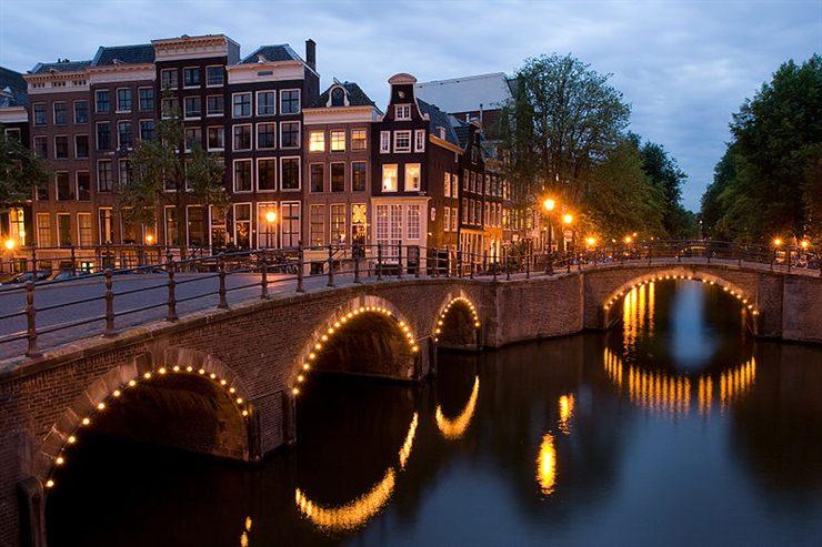 http://2.bp.blogspot.com/_P3gqcL2Brb0/TOyMftQ9CgI/AAAAAAAACxk/DncsnEb4gKM/s1600/Amsterdam%2B%2528Netherlands%2529.jpg