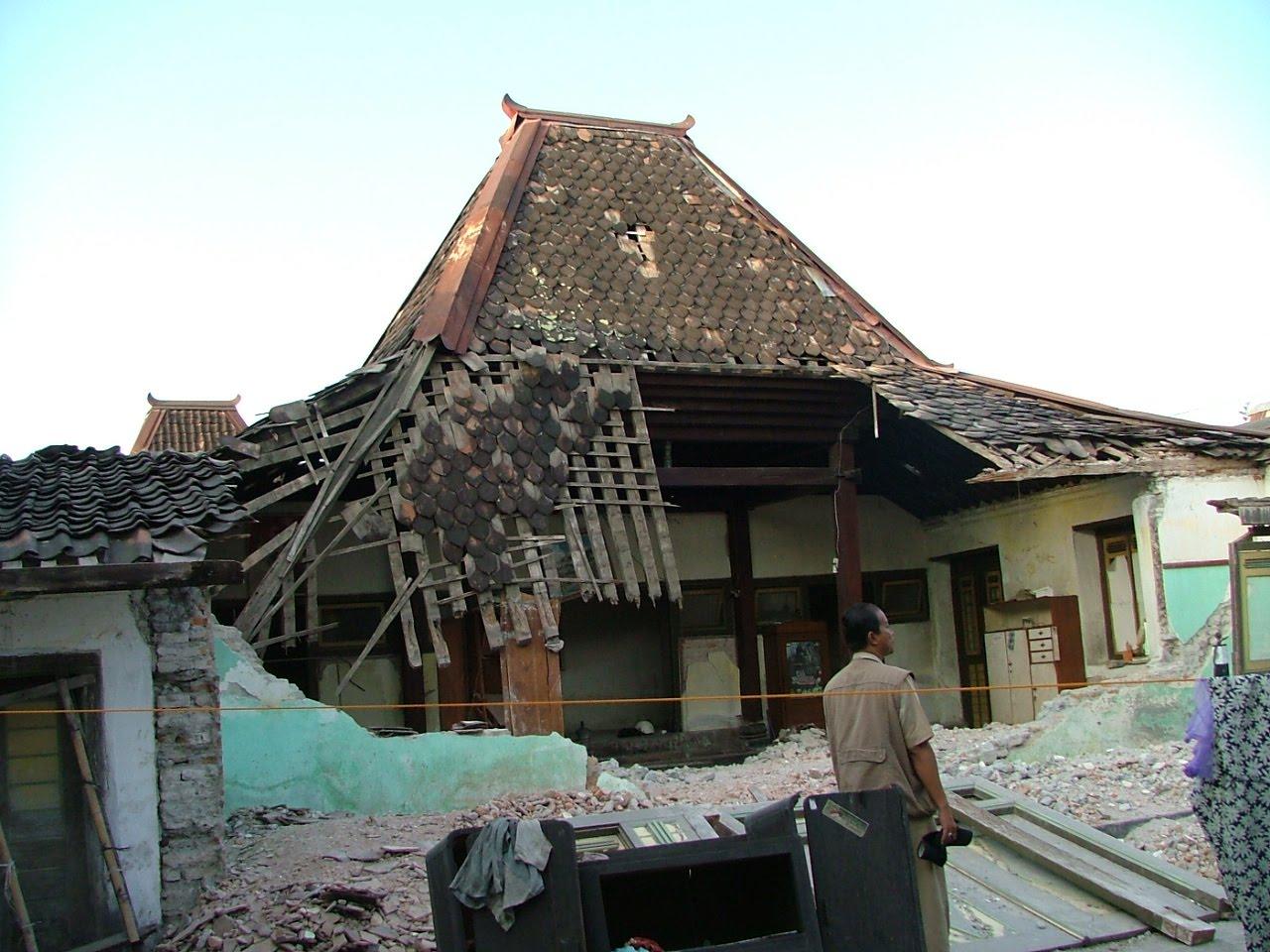 JAKARTA Indonesia  Hari ini tepat 10 tahun yang lalu Daerah Istimewa Yogyakarta DIY diguncang gempa bumi hebat berkekuatan 59 skala richter Ini merupakan gempa bumi terhebat yang pernah