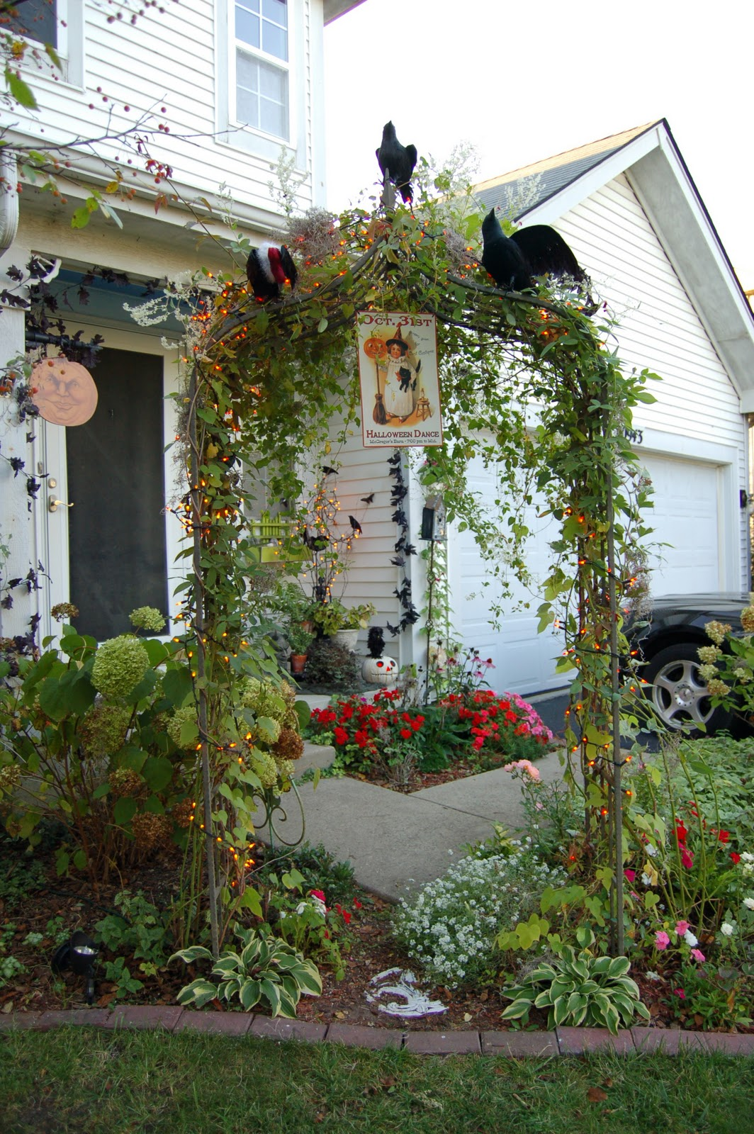 Yard decoration pinterest 2015 home design ideas for Pinterest halloween outdoor decorations