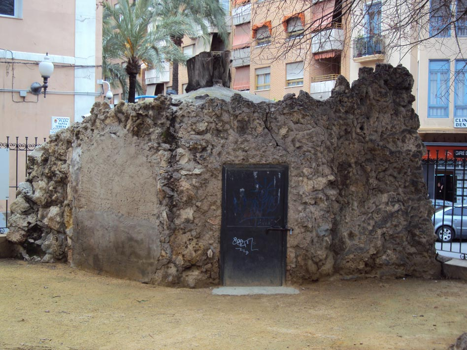La Gruta Oculta De La Plaza De Santa Teresa Pante N De