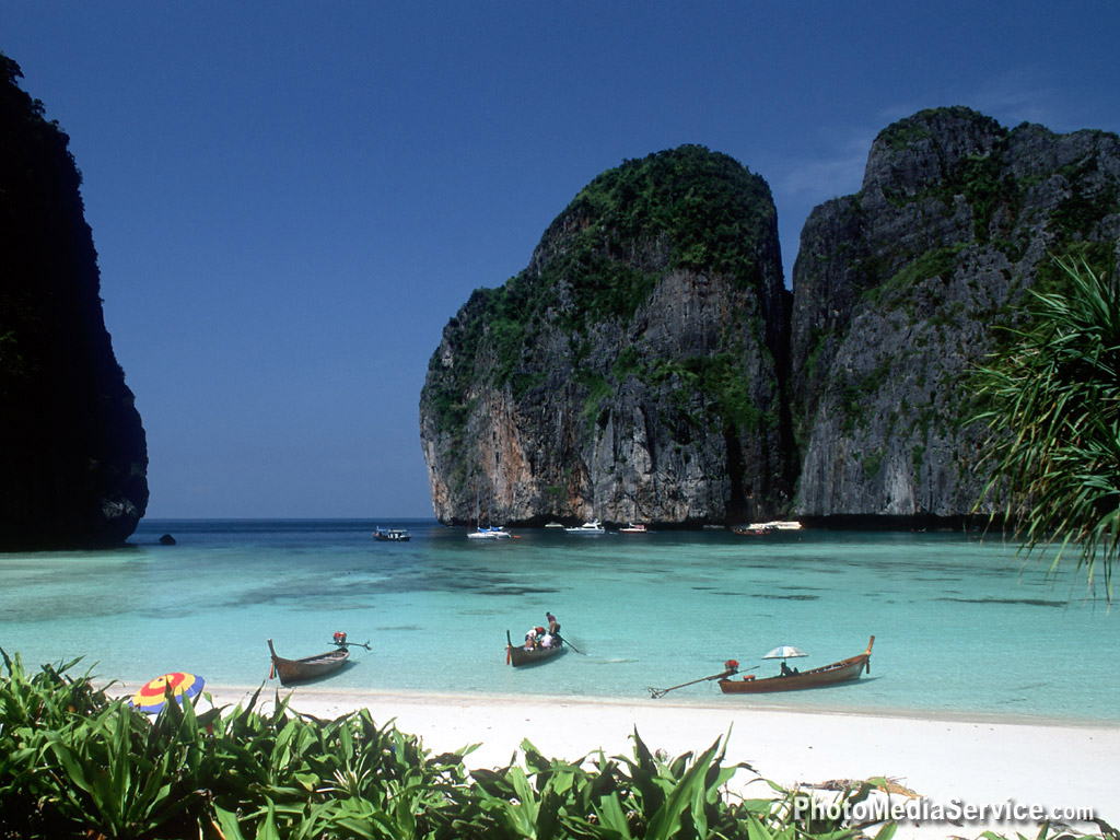 travel in thailand This 3-week thailand itinerary will go over everything you need for planning a trip to thailand i've spent a lot of time backpacking thailand, and it's one of my favorite destinations in the world from chiang mai, bangkok, koh tao, koh phangan, krabi, and koh phi phi this thailand itinerary covers it all.