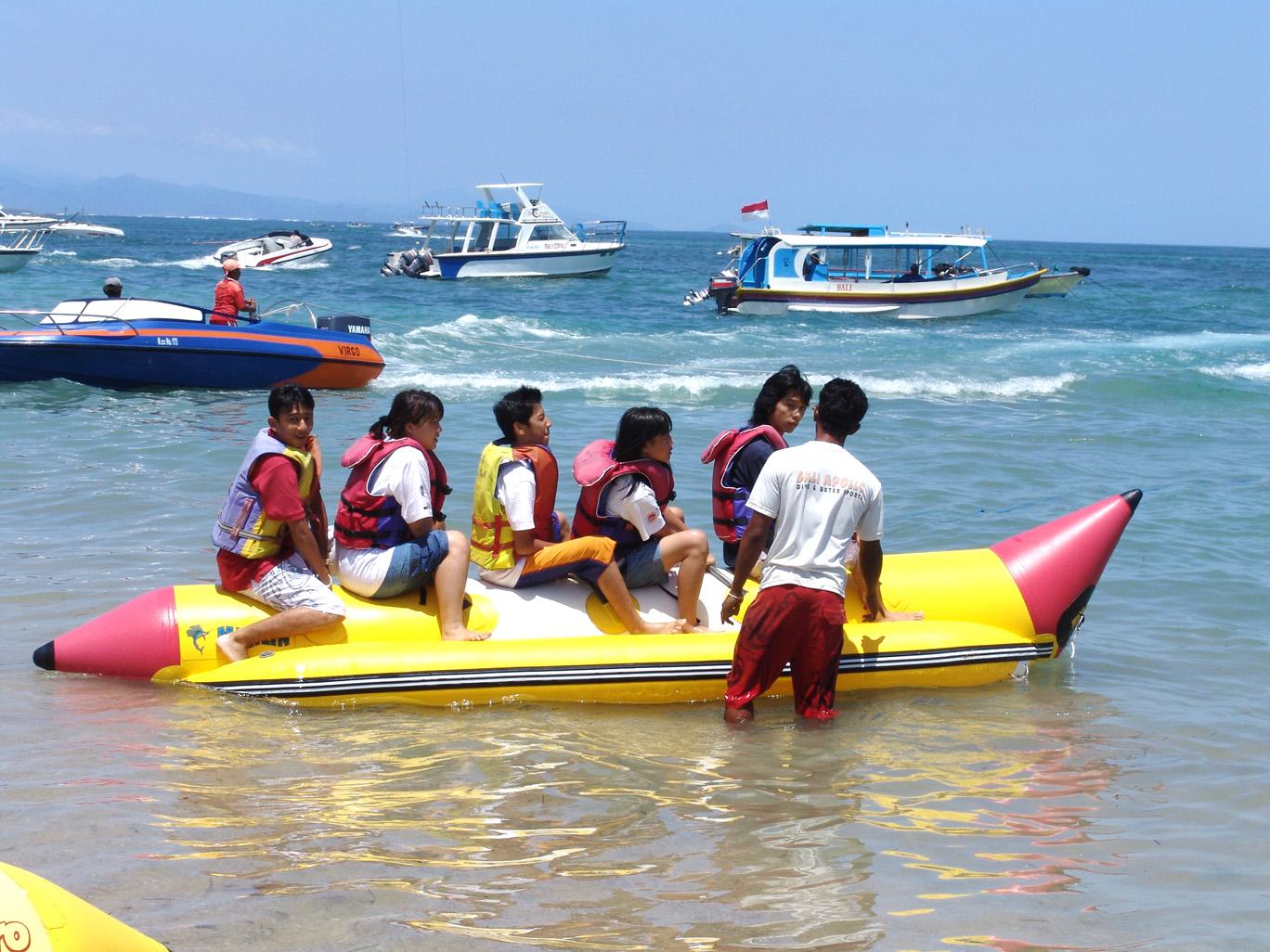 http://2.bp.blogspot.com/_PAJSBl1iryk/TT0h_u2egbI/AAAAAAAAAAs/YgNHvDNye9Q/s1600/tanjung+benoa+banana+boat.jpg