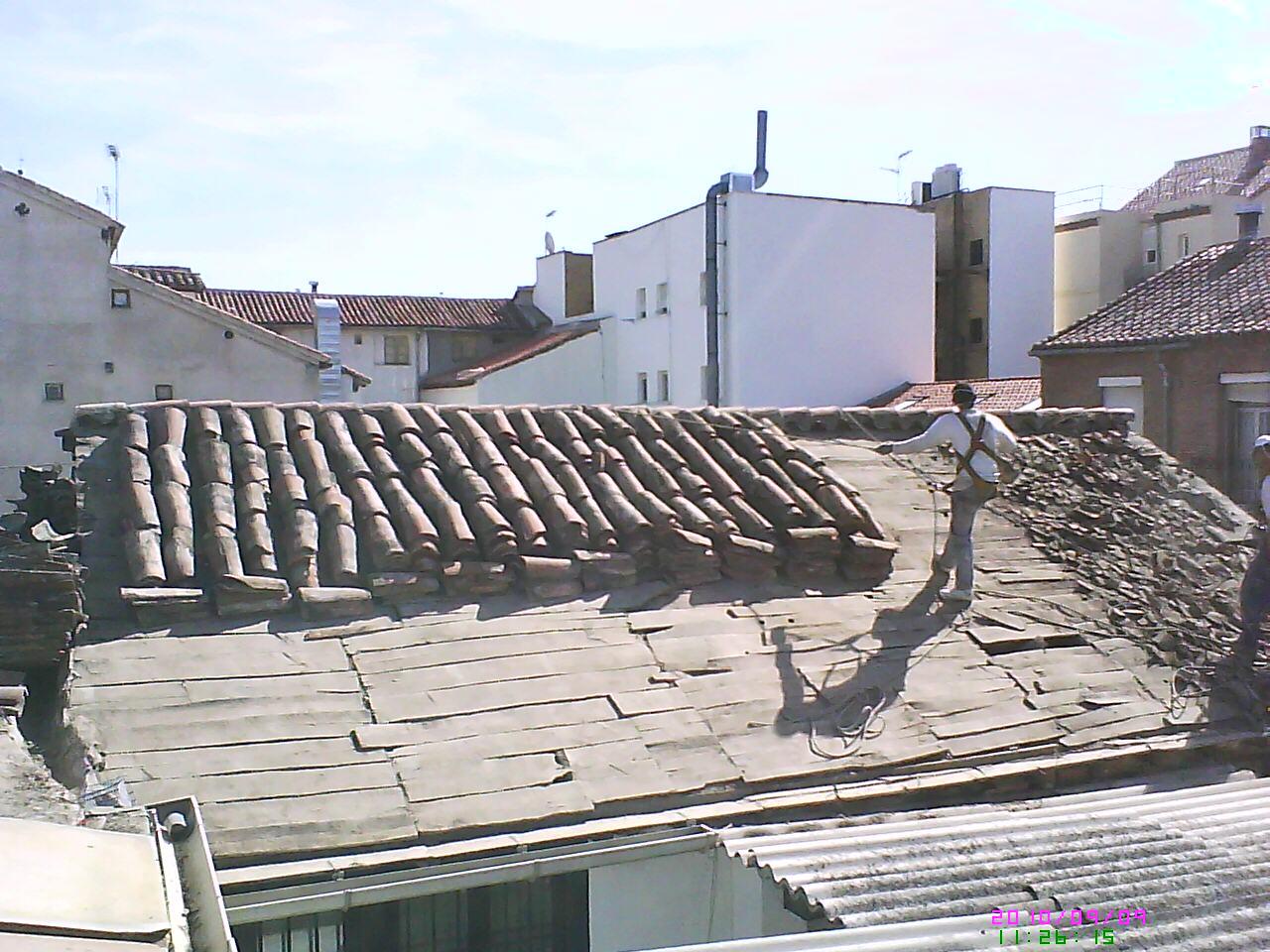 Desmontar tejado antiguo hacer tejado nuevo for Tejados de madera con tela asfaltica