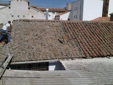 Desmontar tejado antiguo hacer tejado nuevo for Precio mano de obra colocacion tela asfaltica