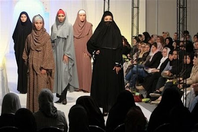 tehran_fashion_sh0w_2006islamic_fashion_iran_women_iran_models__6.jpg