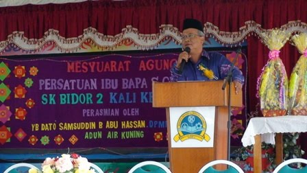 En. Adnan Puteh sedang berucap
