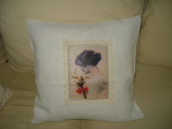Vintage / nostalgia tyynynpäällinen kauniilla vanhalla valokuvalla.