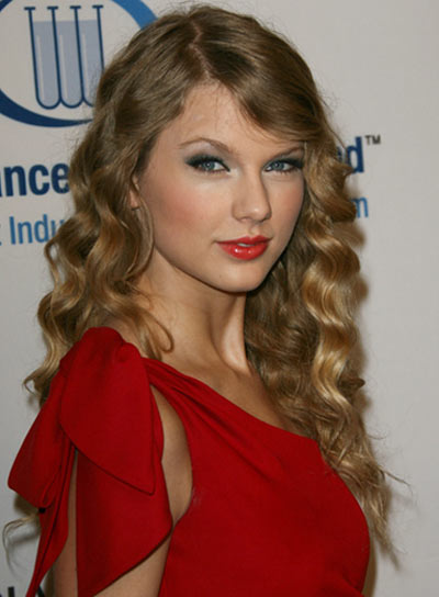 Taylor Swift Natural Hair, Long Hairstyle 2011, Hairstyle 2011, New Long Hairstyle 2011, Celebrity Long Hairstyles 2082