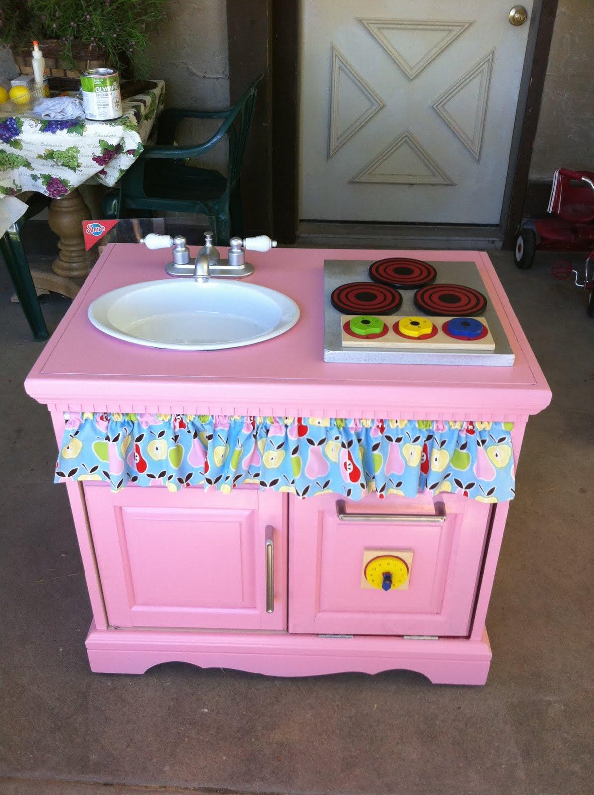 Homemade Play Kitchen Jon And Dolly Benson Homemade Christmas The Play Kitchen