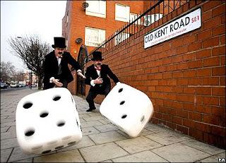 http://2.bp.blogspot.com/_PLjNWOu-Zn0/SaHQryoba9I/AAAAAAAAAR4/S5Pt6ahsfEU/s400/brits+rolling+dice.jpg