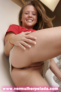 Foto Ninfeta Mostrando A Buceta Raspada