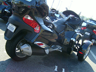 voiture du futur la moto 3 roues une alternative pour la mobilit extra urbaine. Black Bedroom Furniture Sets. Home Design Ideas