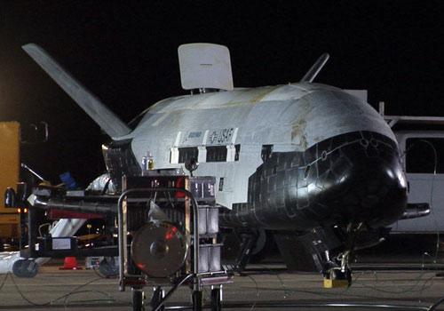 [X37B-OTV2] Lancement et déroulement de la mission - Page 3 X-37b-space-plane-landing-photos-1-101203-05