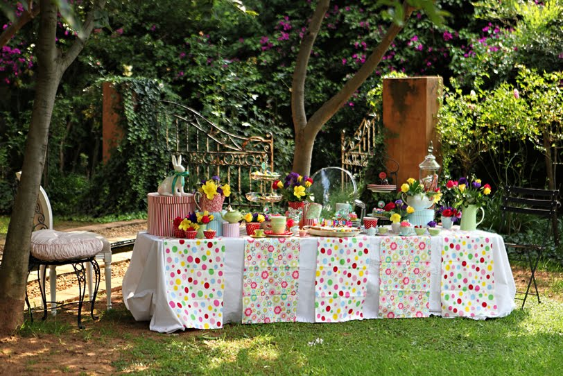 Sew spoiled alice in wonderland party ideas - Alice in the wonderland party decorations ...