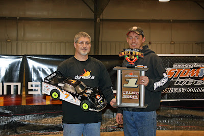 Losi driver Doug Gaut takes first place at the 2009 Chili Bowl with the Team Losi Racing L8IGHT Model Race Roller.
