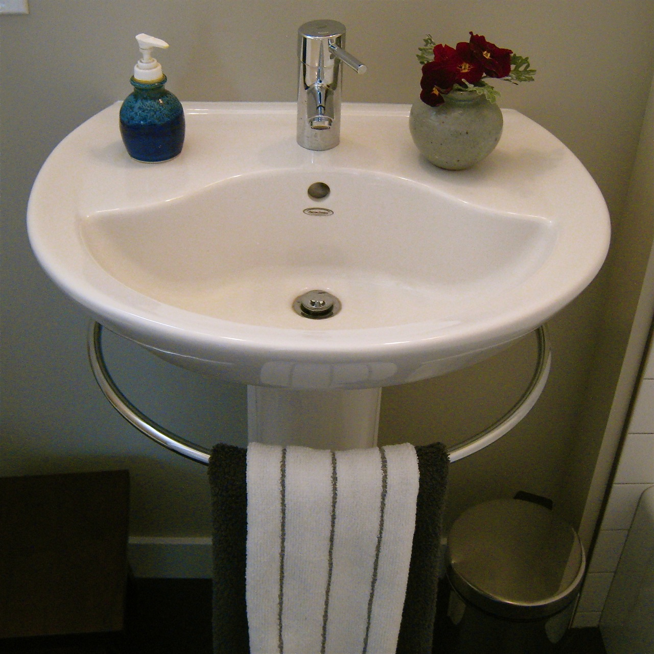 Sink Wrap For Pedestal Sink : Pedestal sink towel bar. Genius! Theres no place like home... Pi ...