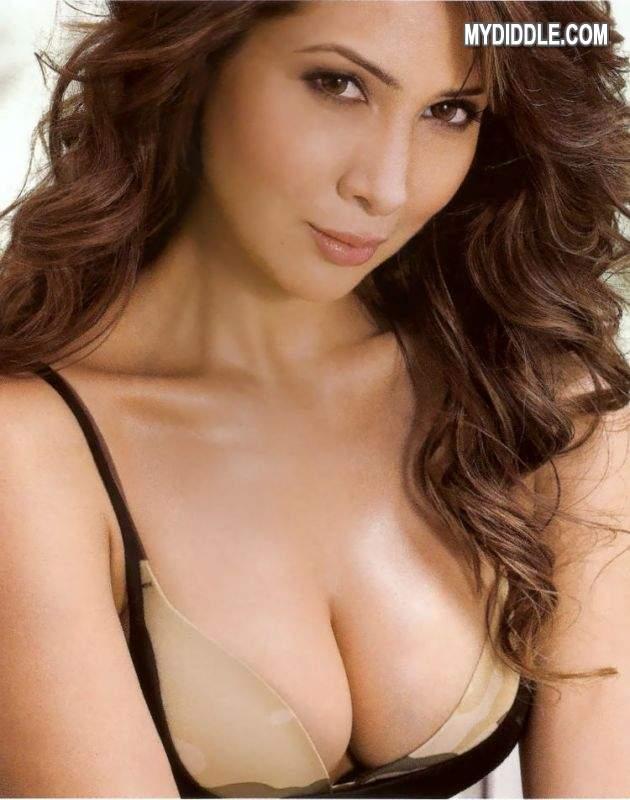 Bollywood sexy boobs photo