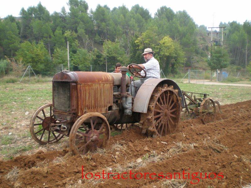 Tractores antiguos nuevo encuentro de tractores - Aperos agricolas antiguos ...