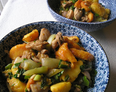 Stir-Fried Chicken with Peaches and Peppers