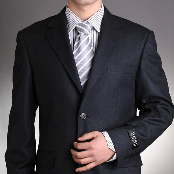El precio del traje de comunión de la niña o el traje para el niño depende de varios factores: el tejido con el que esté confeccionado, los detalles que lleve el traje, si es de marca o si se ha elaborado a medida para el niño o la niña.