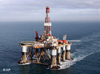 Plataforma da firma Diamond Offshore Drilling no mar das Falklands