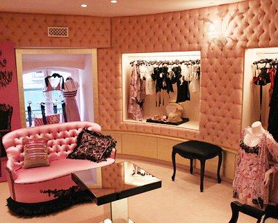 passaporte para a beleza la histoire de la lingerie de chantal thomass. Black Bedroom Furniture Sets. Home Design Ideas