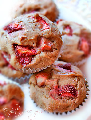 Gluten-free strawberry banana muffins #vegan #glutenfree