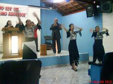 Louvando com Dança
