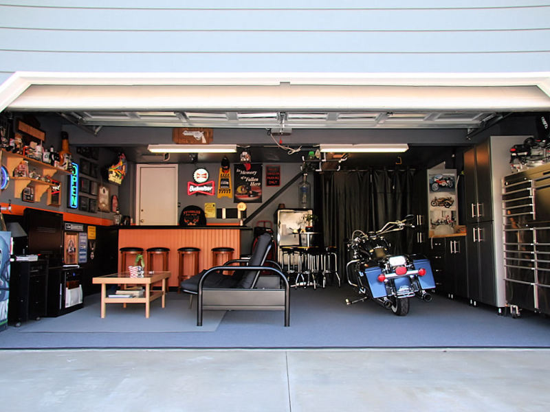 Simple Man Cave Garage : Isolated existence