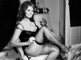 sophia loren putting on nylon stockings