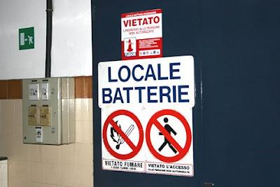 Puerta de la sala de baterías