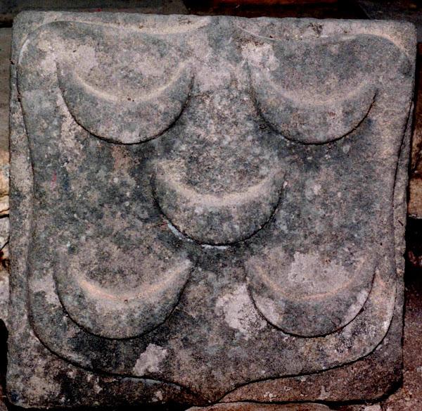 Pedra de armas dos PINTO, proveniente da destruida Torre de Chã
