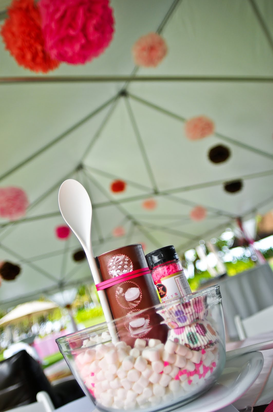 Neu events blog for the knots hawaii site wedding style tip 5 a do it yourself cupcake kit in mixing bowls filled with cupcake mix sprinkles and marshmallows adorned the rest of the tables solutioingenieria Images