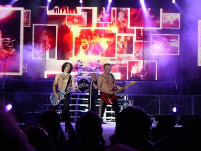 Vivian Campbell and Phil Collen (Def Leppard)