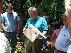 Mario Vicente mostro la apicultura del Valle de Uco