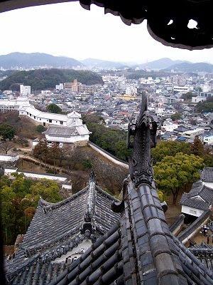 Blick von der Burg des weißen Reihers auf Himeji