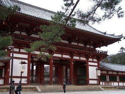 Ein kleineres Eingangstor zum Todai-ji-Tempel