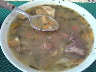 comida boliviana acompañada de llajhua
