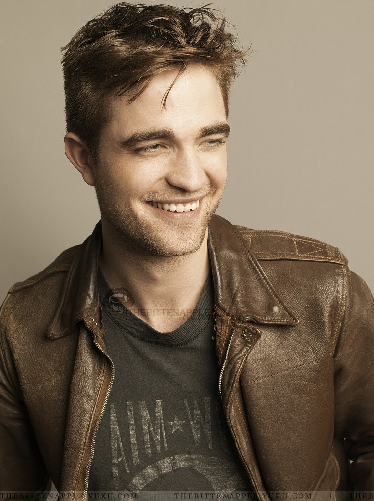 Watch Robert Pattinson (born 1986) video