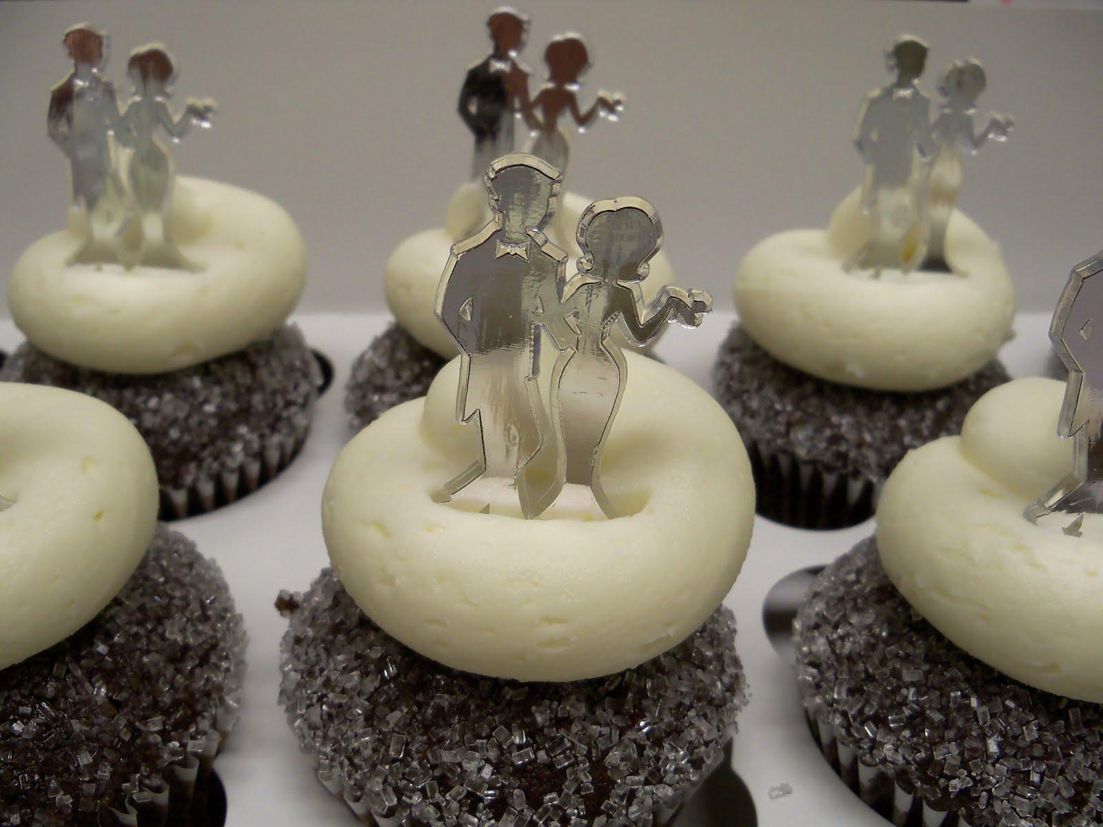 our cupcakes cakes o the week retro couple wedding cupcakes