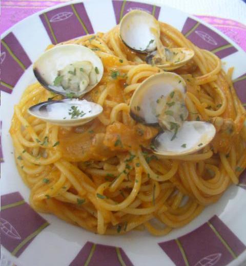 Cocinando saladito espaguetis con almejas thermomix - Espaguetis con chirlas ...